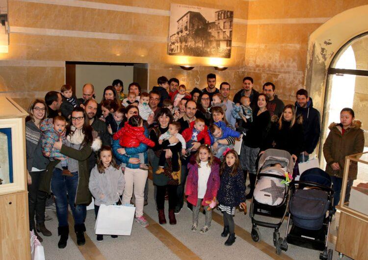 Linyola dóna la benvinguda als 25 nadons nascuts l'any passat