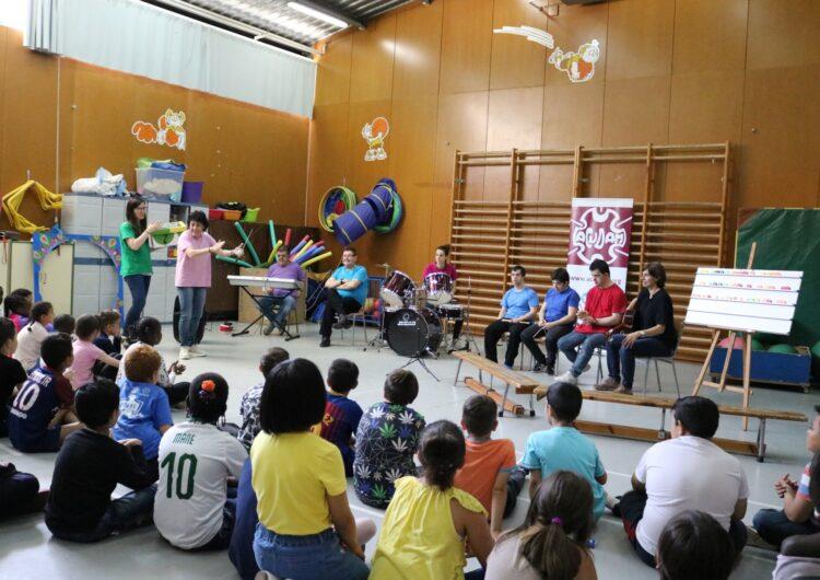 """El grup musical """"Equipo Ja"""" de l'ACUDAM actua a l'Escola Pardinyes de Lleida"""