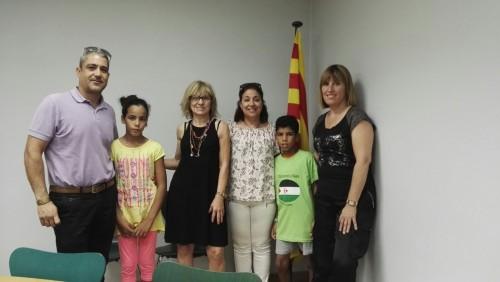 Visita del nen i la família d'acollida al consistori. FOTO: Ajuntament del Palau d'Anglesola.