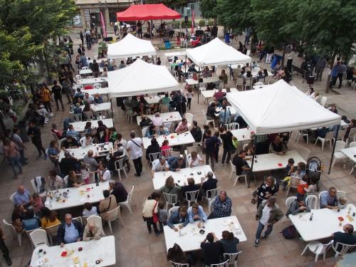 Vista de la Plaça de l'Ajuntament de Mollerussa durant la celebració de 'Lo Vermutet'. FOTO: Fira de Mollerussa.