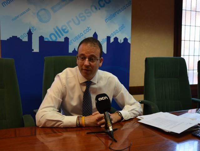 L'Alcalde de Mollerussa, Marc Solsona, durant la roda de premsa (Autor: Aj. Mollerussa)