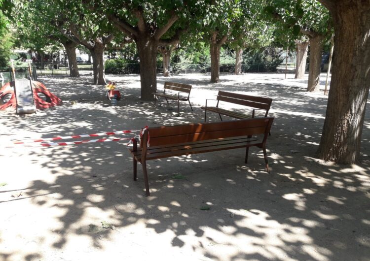 L'Ajuntament de Mollerussa renova una vintena de bancs al parc