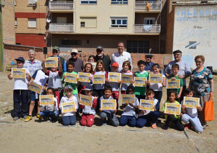 Les bitlles reuneixen a una desena d'usuaris del Casal d'Avis de Mollerussa amb 200 escolars