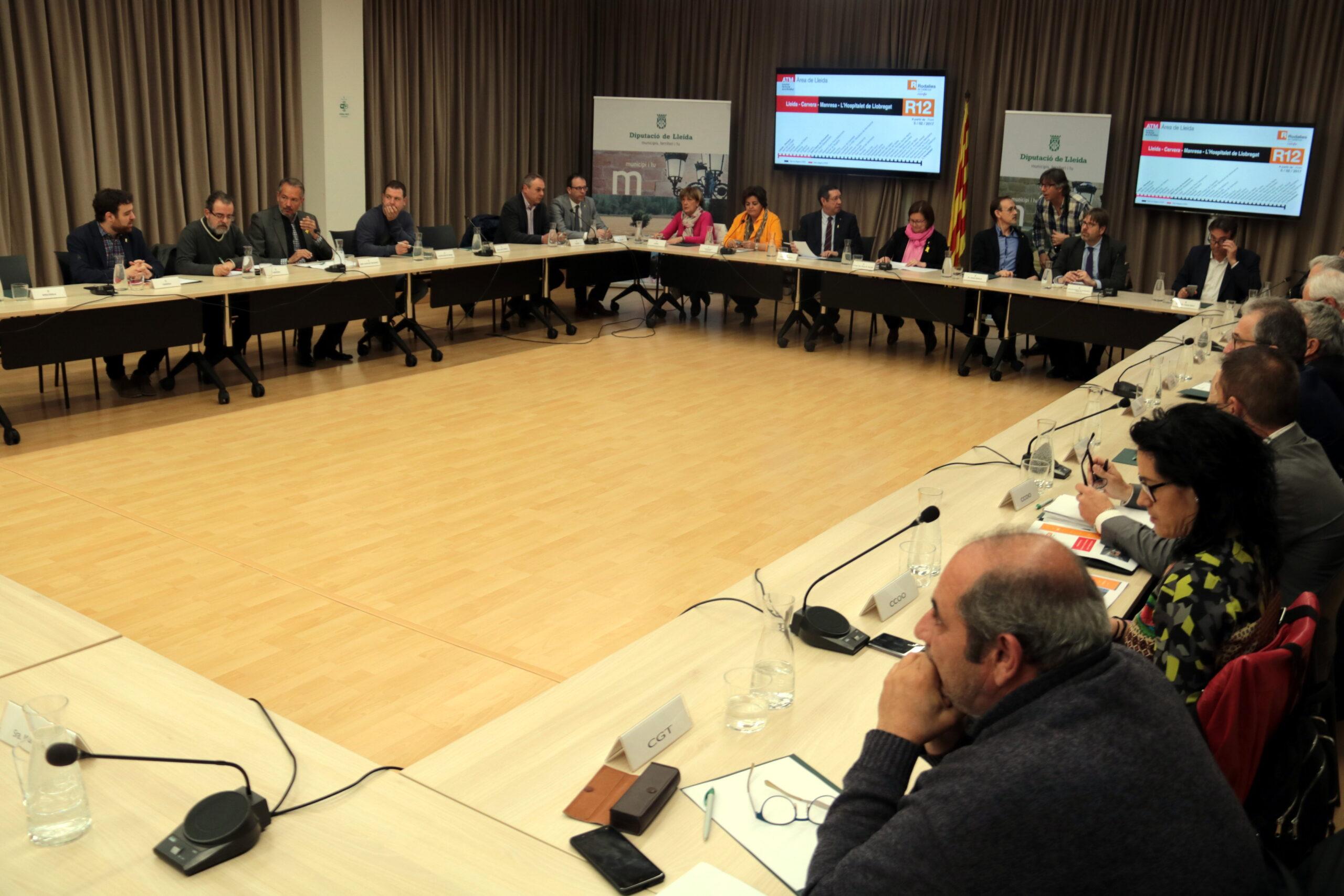 Imatge de la reunió de la Plataforma per a la millora de la línia Barcelona-Manresa-Lleida, celebrada el 15 de març del 2019 a la Diputació de Lleida. (Horitzontal)