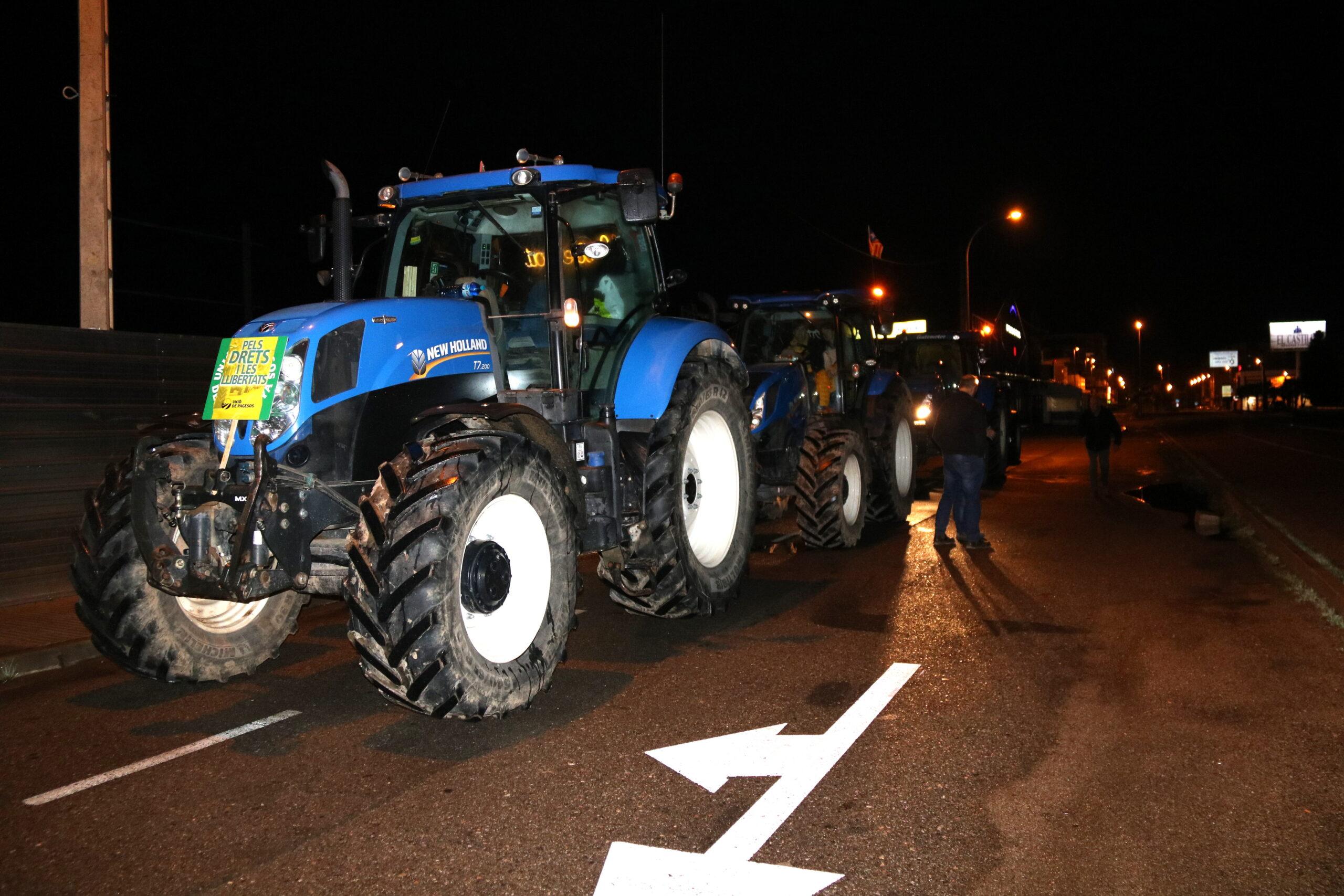 Pla general d'un dels tractors participants a la tractorada d'Unió de Pagesos a Mollerussa, el 21 de desembre de 2019. (Horitzontal)