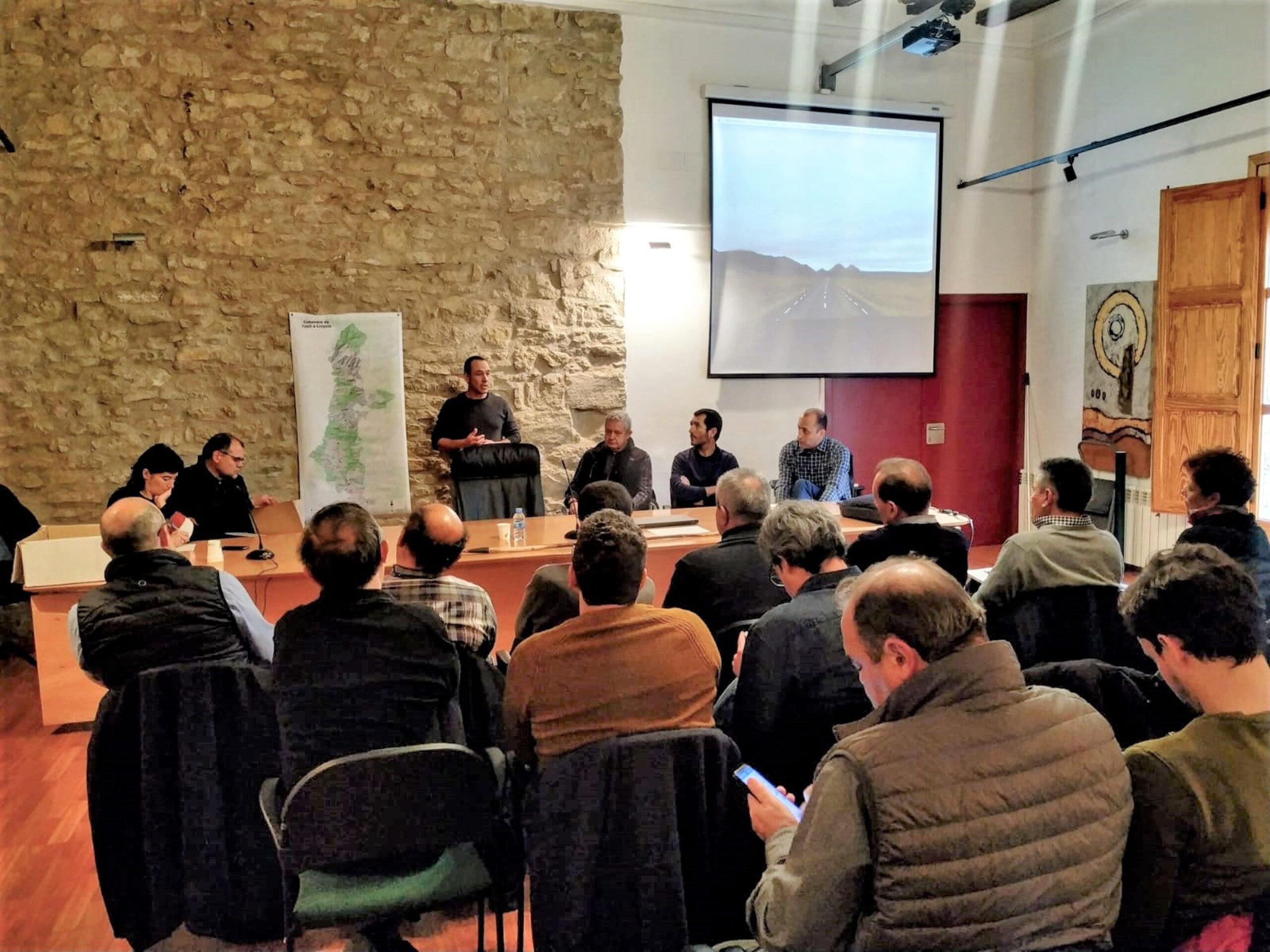 Reunió a l'Ajuntament d'Àger de representants de diverses administracions, Consells Comarcals, Generalitat, Diputació i d'altres entitats per impulsar la recuperació de la 'Cabanera'. Imatge del 12 de febrer de 2020. (Horitzontal)