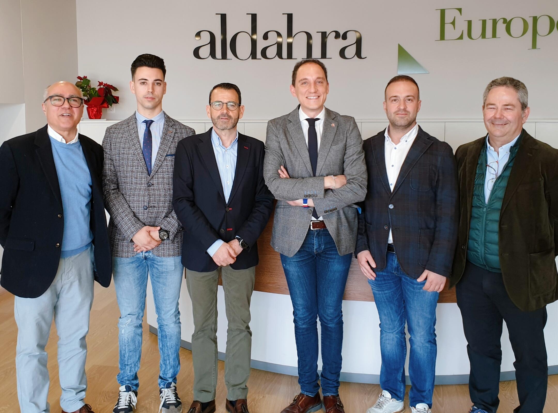 Pla sencer del subdelegat del govern espanyol a Lleida, Jose Crepín, amb responsables de l'empresa Aldahra Fagavi, el 21 de febrer del 2020. (Horitzontal)