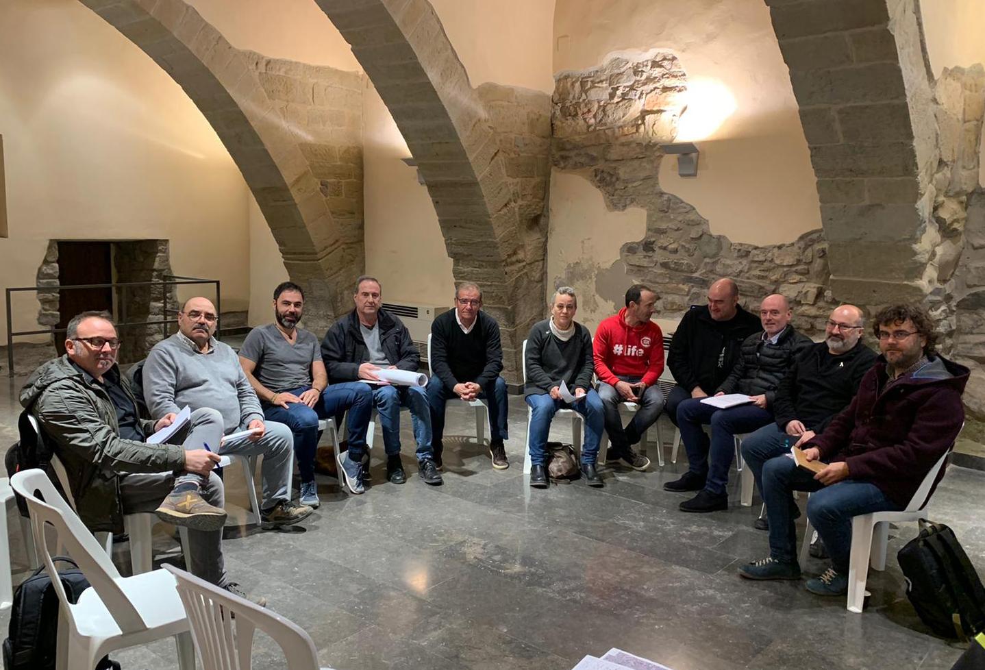 Pla obert de la reunió amb representants de nou ajuntaments per on discorre el riu Ondara celebrada a Barbens, el 26 de febrer del 2020. (Horitzontal)