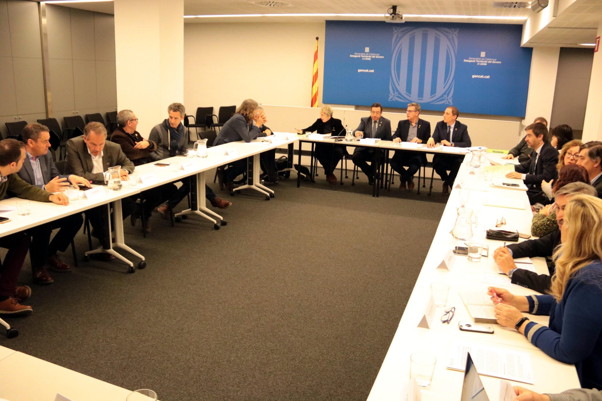 Pla obert de la reunió de seguiment de les actuacions per fer front als danys dels aiguats de l'octubre passat a les comarques de Lleida, celebrada a la delegació del Govern el 27 de febrer del 2020. (Horitzontal)