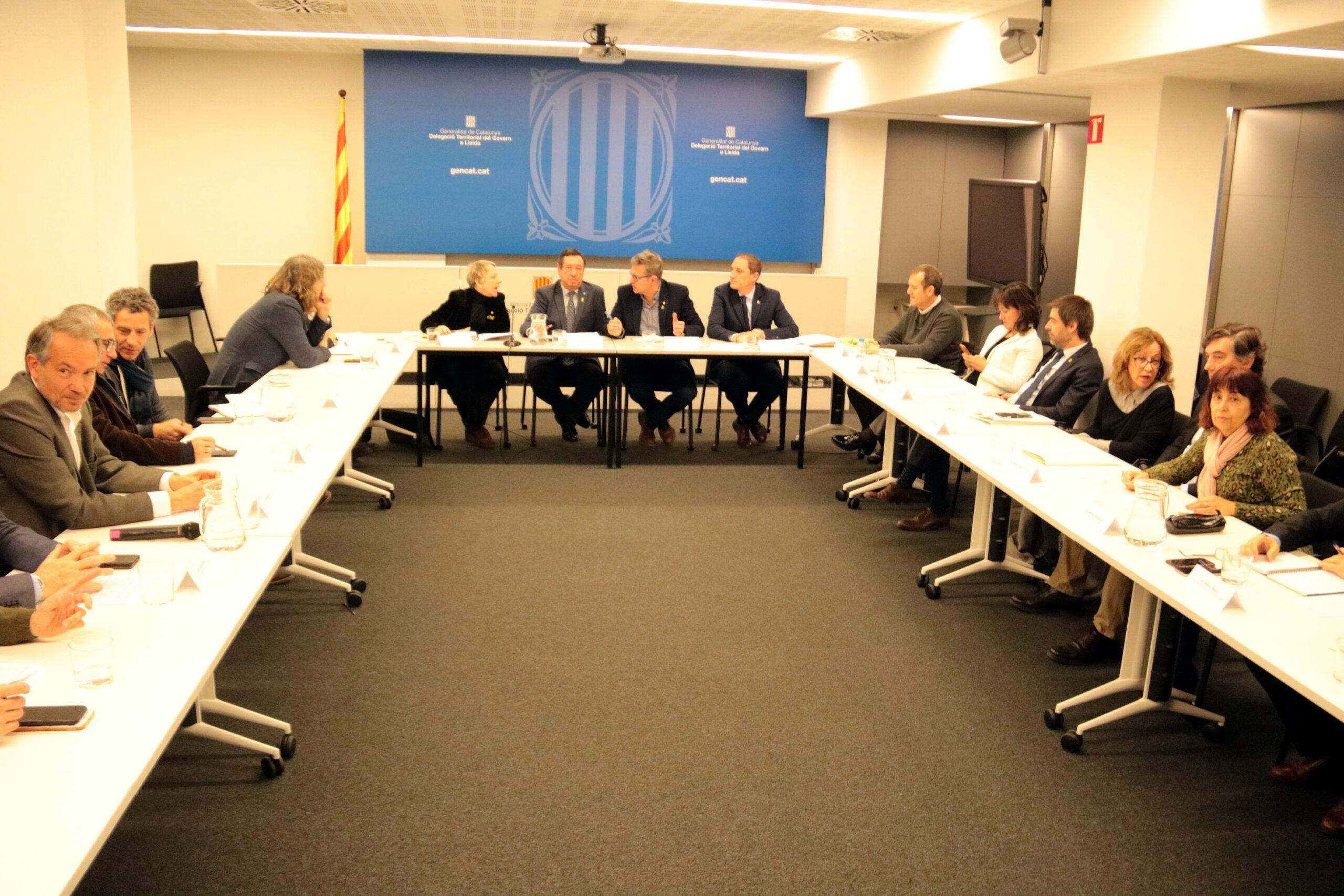 Un instant de la reunió de seguiment de les actuacions per fer front als danys dels aiguats de l'octubre passat a les comarques de Lleida, celebrada a la delegació del Govern el 27 de febrer del 2020. (Horitzontal)