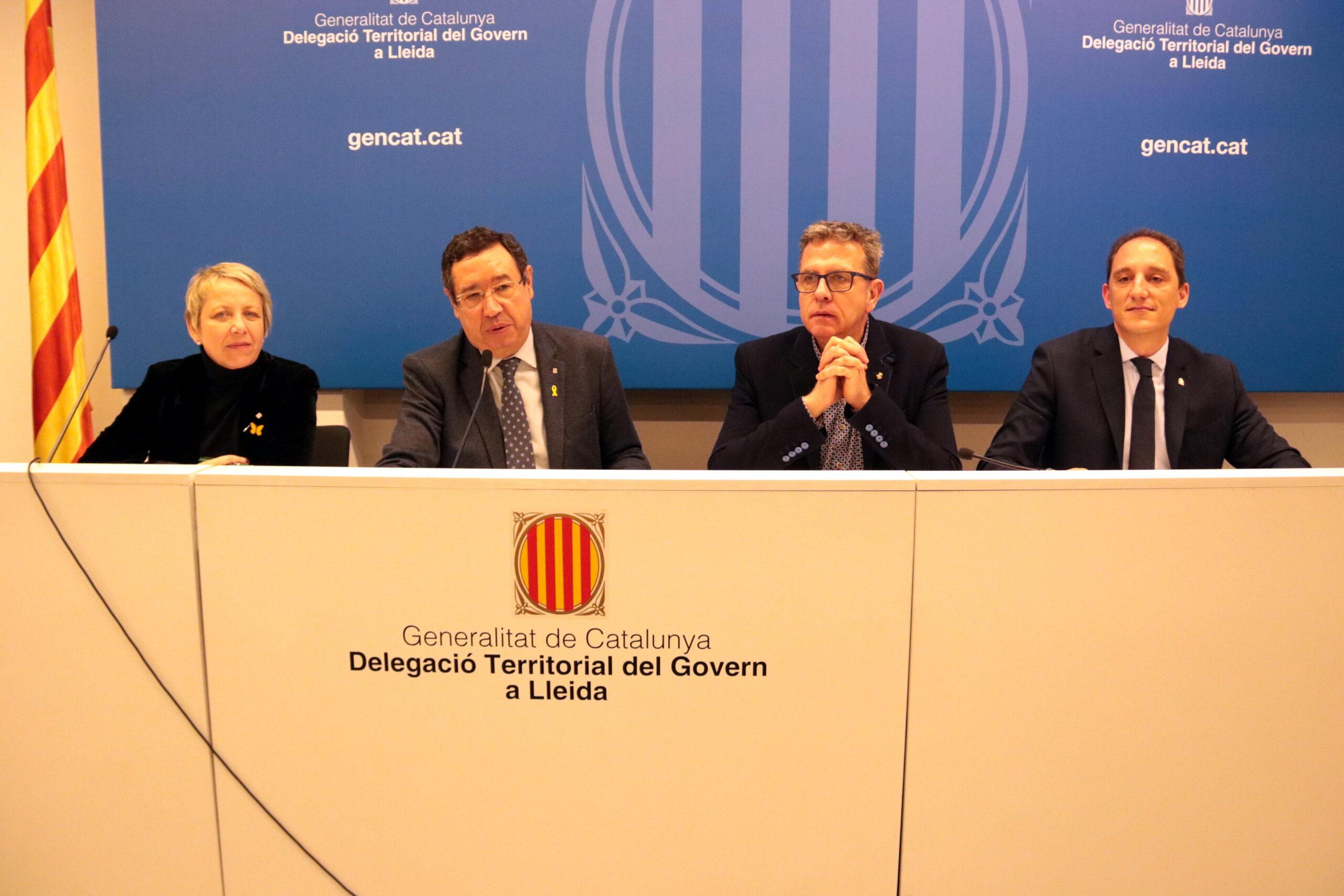El delegat del Govern a Lleida, Ramon Farré; la directora general d'Administracions Locals, Rosa Vestit; el president de la Diputació de Lleida, Joan Talarn, i el subdelegat del govern espanyol, José Crespín, el 27 de febrer del 2020. (Horitzontal)