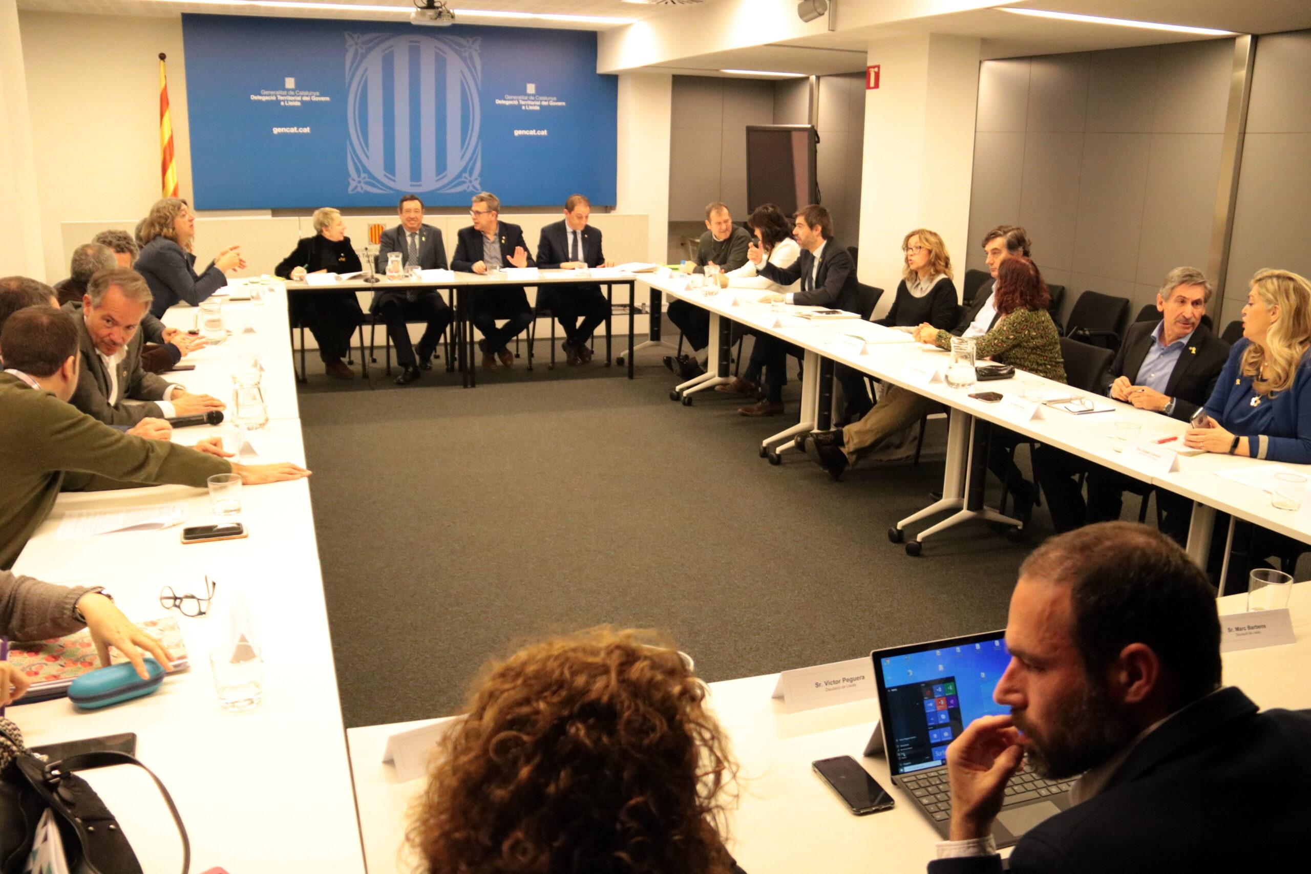 Un moment de la reunió de seguiment de les actuacions per fer front als danys dels aiguats de l'octubre passat a les comarques de Lleida, celebrada a la delegació del Govern el 27 de febrer del 2020. (Horitzontal)