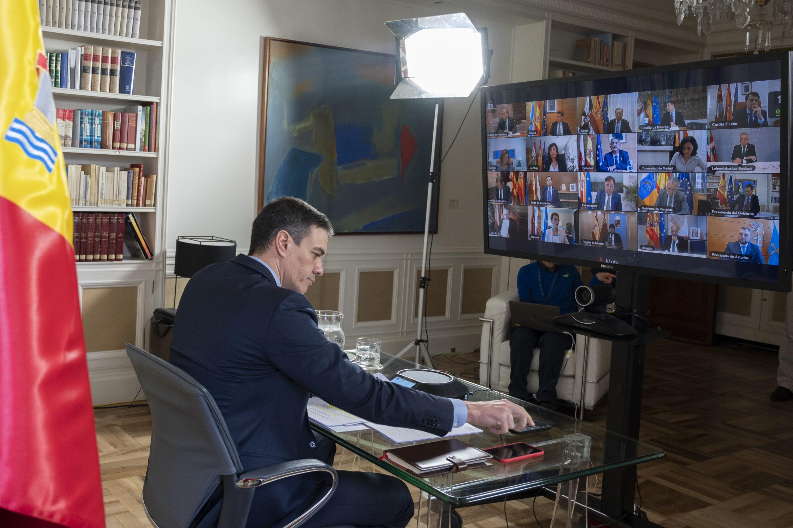El president del govern espanyol, Pedro Sánchez, durant la reunió amb els presidents autonòmics. Imatge del 15 de març de 2020. (Horitzontal)