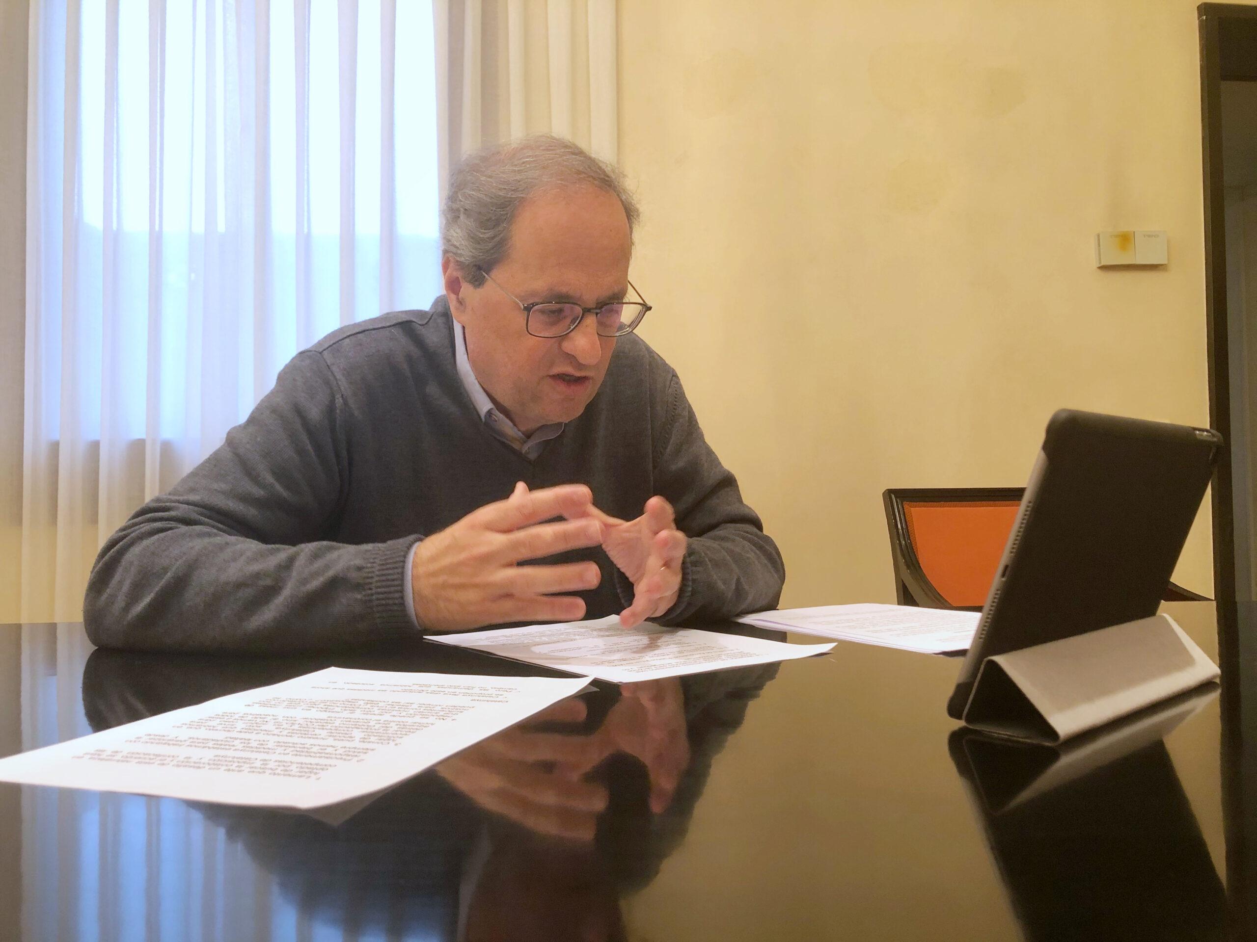 Pla mitjà del president del Govern, Quim Torra, en la reunió telemàtica amb els grups parlamentaris per analitzar l'evolució del coronavirus a Catalunya. Imatge del 16 de març del 2020. (Horitzontal)