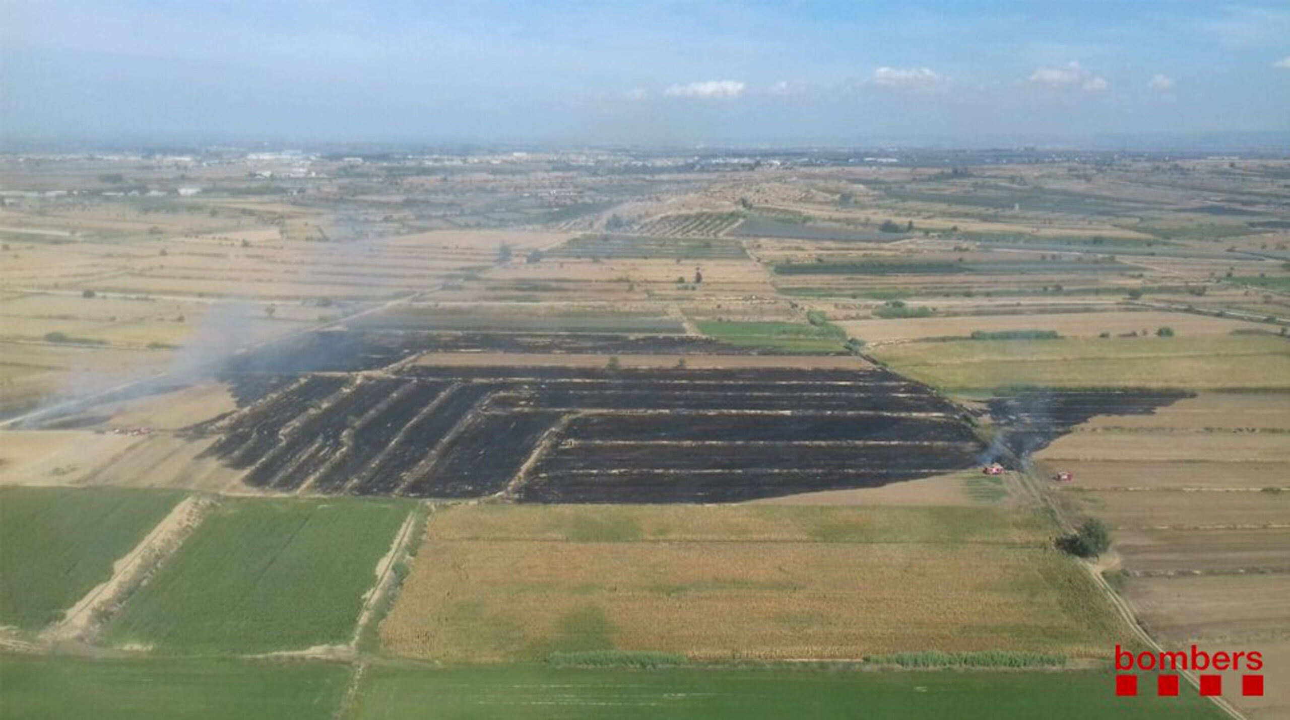 Imatge aèria de l'incendi de Torregrossa que ha cremat 10 hectàrees de rostoll agrícola. El 2 de setembre de 2018. (Horitzontal)