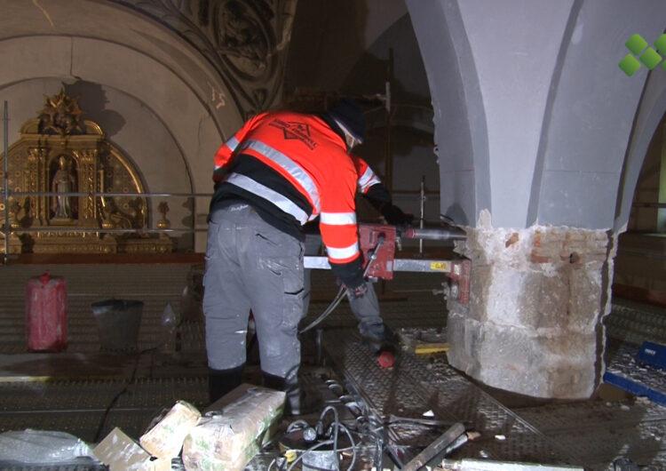 Treballs per assegurar l'estructura de l'església del Palau d'Anglesola