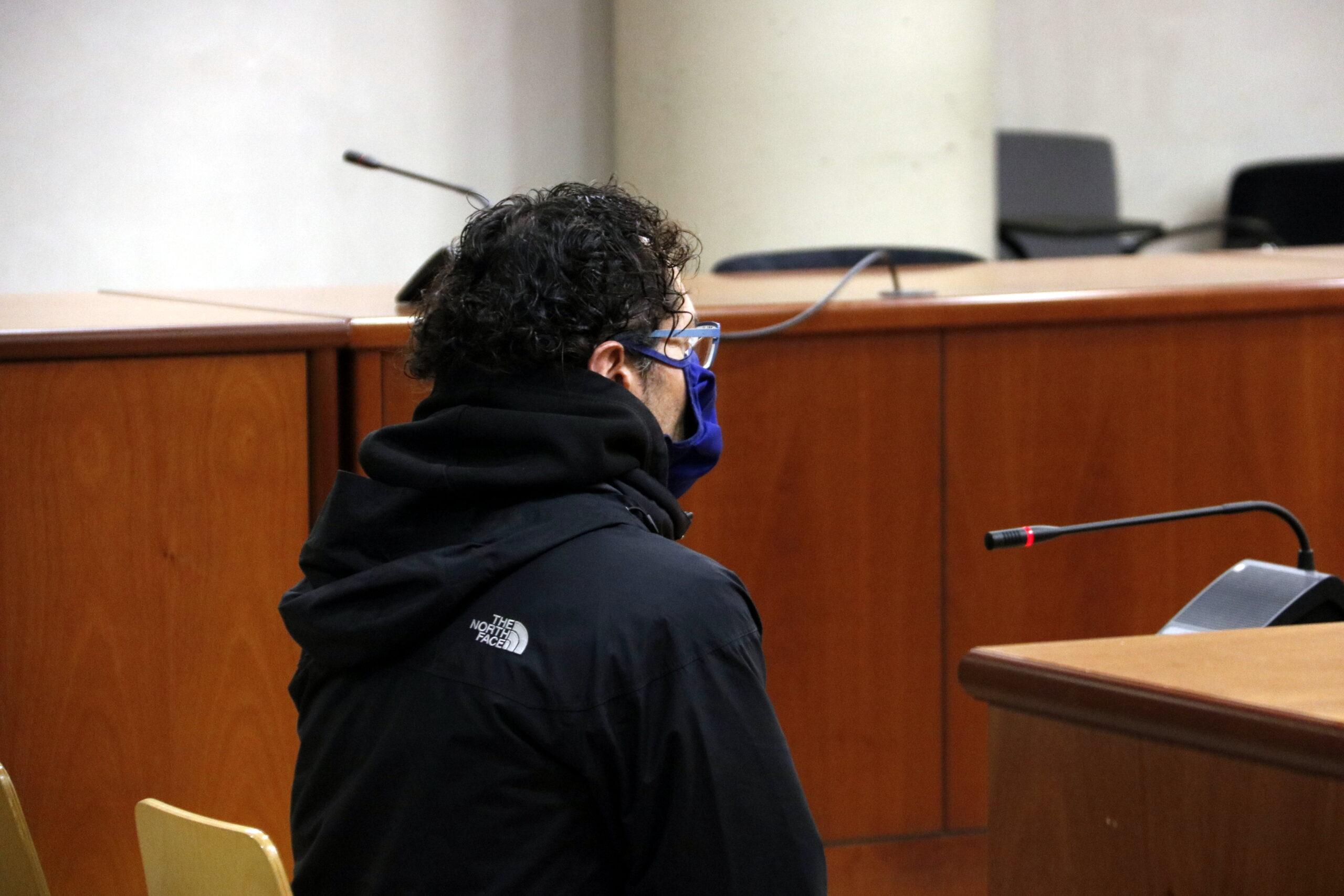 Pla tancat de l'exeducador social de Mollerussa durant la vista de conformitat fet a a l'Audiència de Lleida per corrupció de menors. Imatge del 16 de desembre de 2020. (Horitzontal)