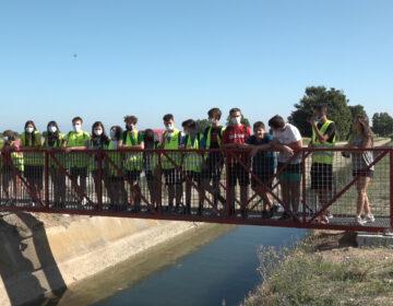 Joves voluntaris restauren una passarel·la antiga de Lleida per donar-li un nou ús al Palau d'Anglesola