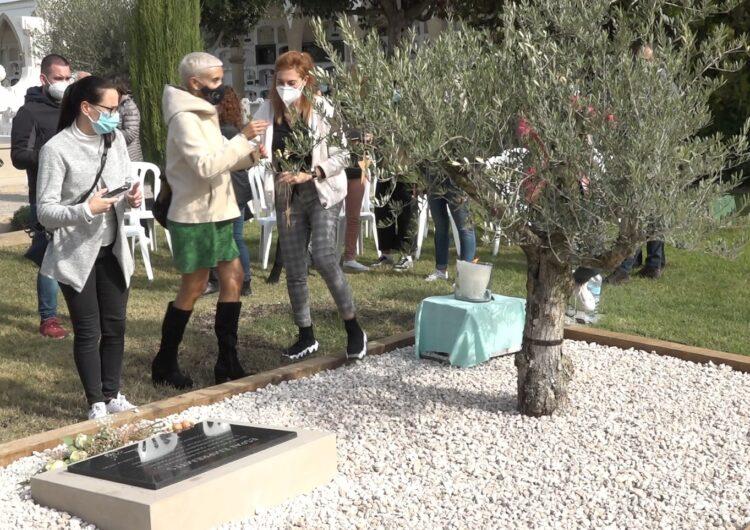 'Empremtes' al cementiri municipal de Mollerussa